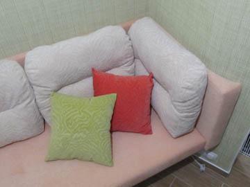 Угловые диваны для нестандартной лоджии