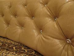 Каретная стяжка диванов со стразами