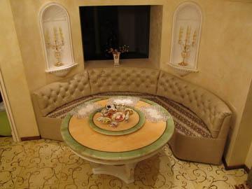 Круглые диваны для эркерной кухни