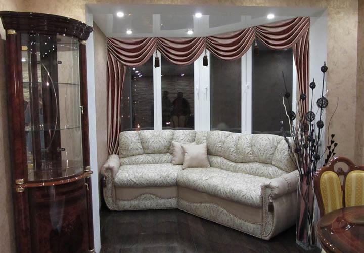 Нестандартный диван для лоджии