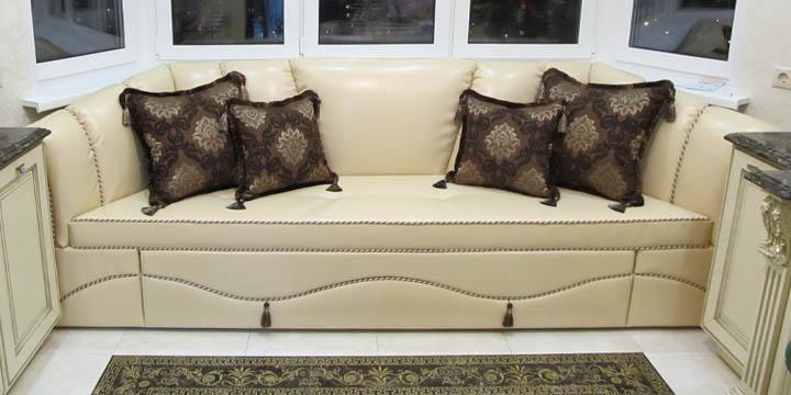 Классический эркерный диван на заказ