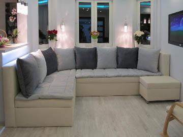 Эркерный диван с пуфом