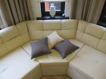 Изготовление диванов для эркерной гостиной