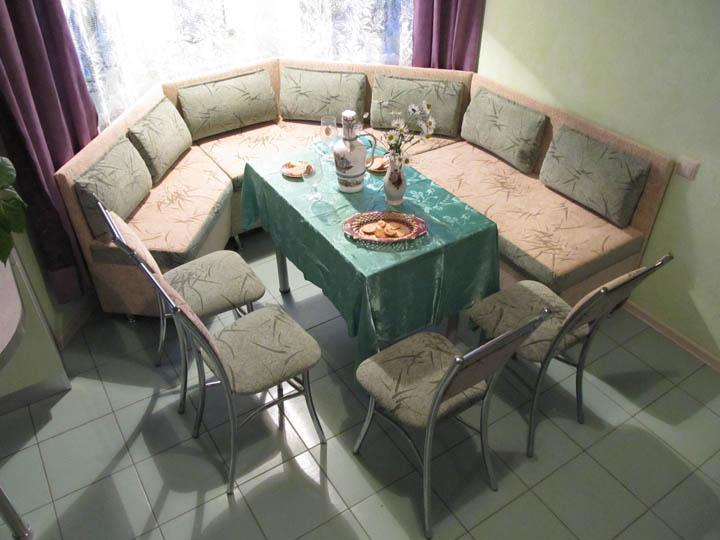 Угловые диваны для кухни с эркером на заказ