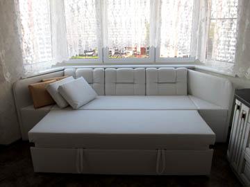 Эркерные диваны со спальным местом на заказ