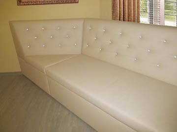 Эркерные диваны для гостиной на заказ