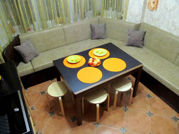 Угловые диваны для кухни с эркером