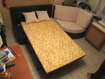 Угловой диван со спальным местом для кухни с эркером