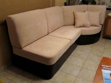 Угловой диван для кухни с эркером