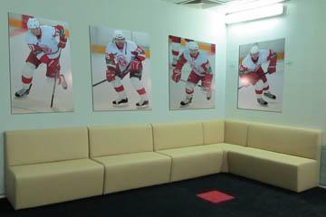 Угловые диваны для игроков хоккейной команды