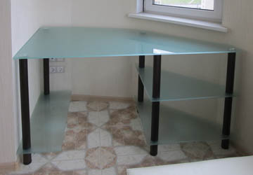 Стол стеклянный для эркера на заказ