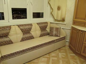Индивидуальный диван для эркера